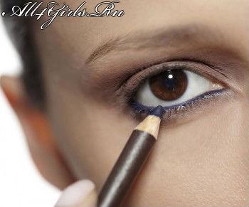 Постельного тона кайял оказывает чудесное визуальное влияние на ваши глаза